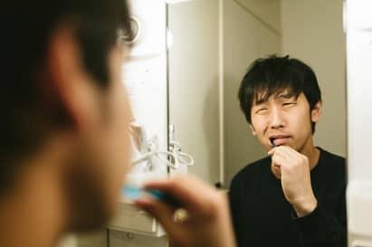 口臭の原因は虫歯や歯周病